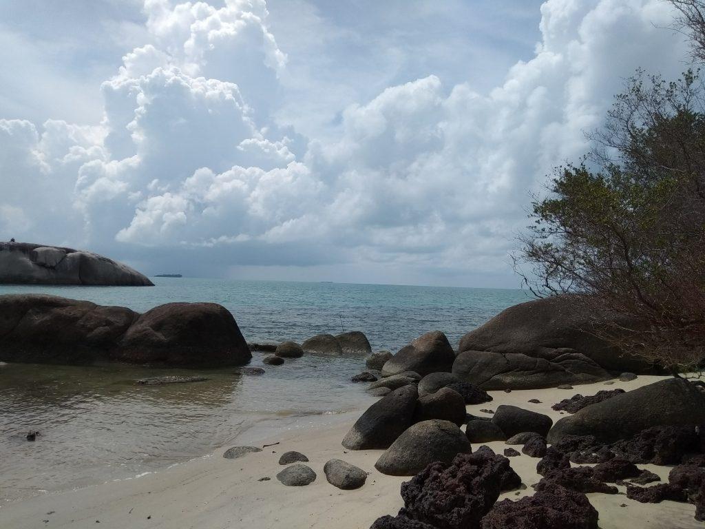 Suasana Pantai Penyabong yang asli dan sunyi