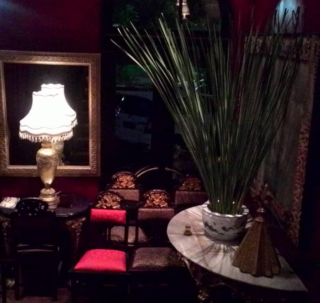 Keunikan Tugu Kunstkring Paleis, Galeri dan restoran di Menteng