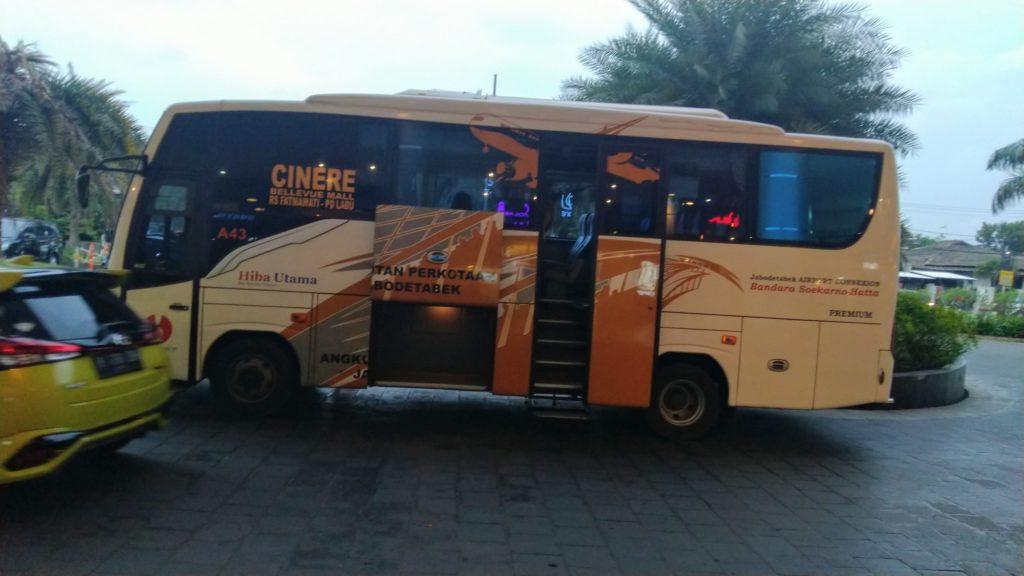Shelter Bus Bandara Cinere di Cinere Bellevue Mall Depok
