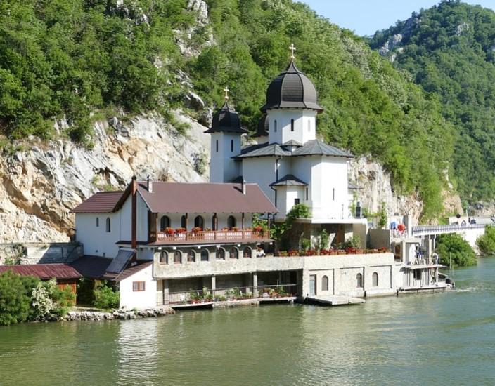 Syarat Visa Serbia untuk Tinggal Lebih dari 30 Hari bagi WNI