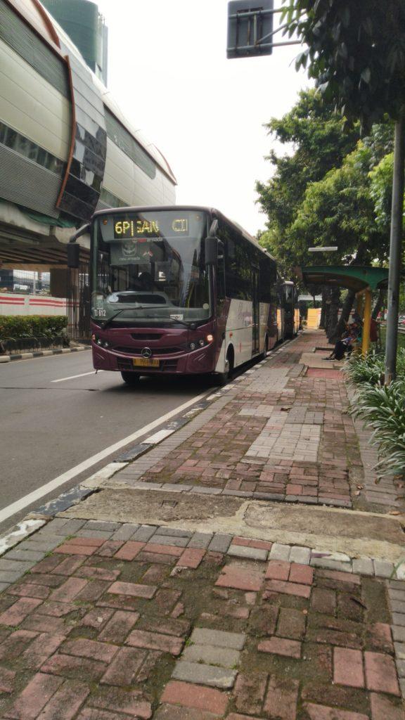 Royaltrans Kuningan Cibubur Shelter dekat Gedung KPK